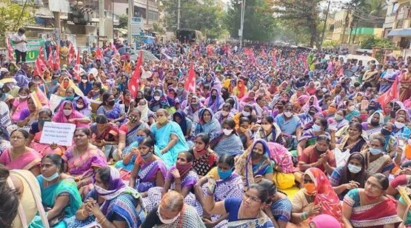 Vive la lutte des paysans, des travailleurs et des ouvriers de l'Inde.