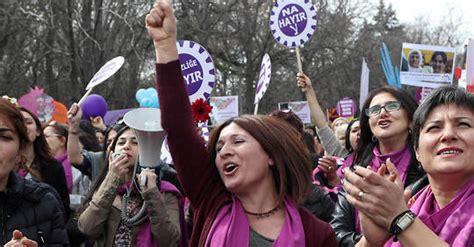 pas nous taire, pas céder: aux côtés des femmes qui défendent la Convention d'Istanbul !